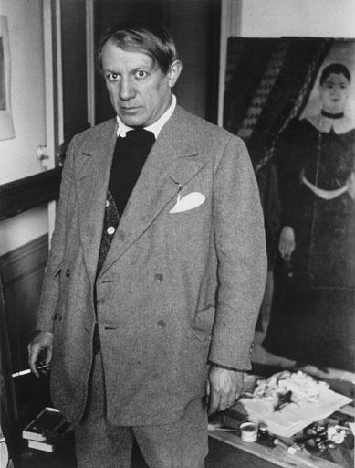 Pablo Picasso nel suo studio nel 1932